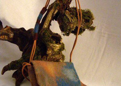 Haarige Schultertasche in Blau-Braun