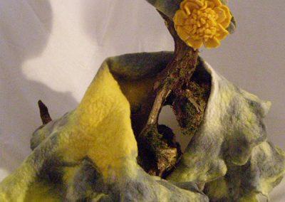 Grau-Gelb Schal und Hut